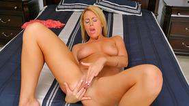 shaved nikki anne gives a good blow job