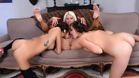 lesbians getting fucked in threesome