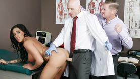 black hair slut pussy licked with doctor