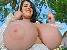 Swinging The Cans - Naked Voluptuous Goddess On A Swing